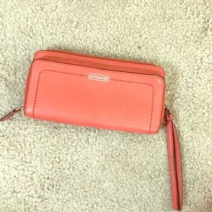 💕 Coach salmon leather zip around wallet nice 💕
